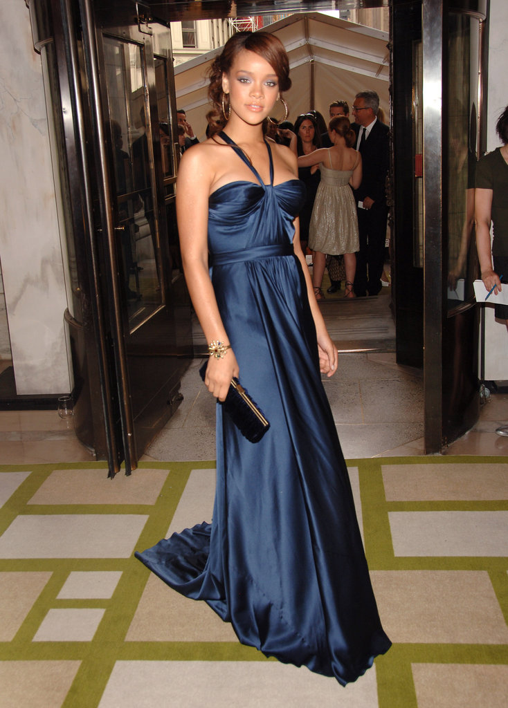 Toward the beginning of her superstardom (in 2006), Rihanna attended in a sleek navy Max Azria Atelier gown.