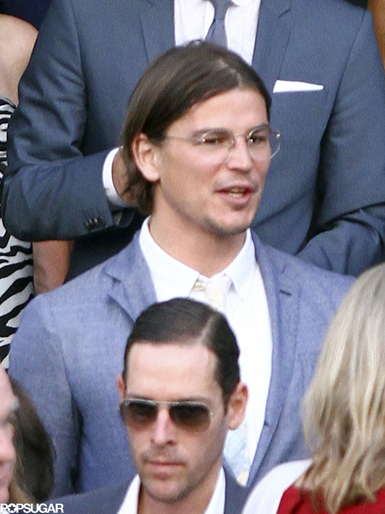 Josh Hartnett wore glasses.