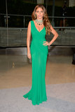 Sofia Vergara wowed in a green plunging Herve Leroux gown and matching emerald Lorraine Schwartz jewels.