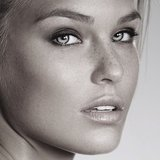 Beauty Bar Refaeli showed off a gorgeous makeup look this week. Source: Instagram user barrefaeli