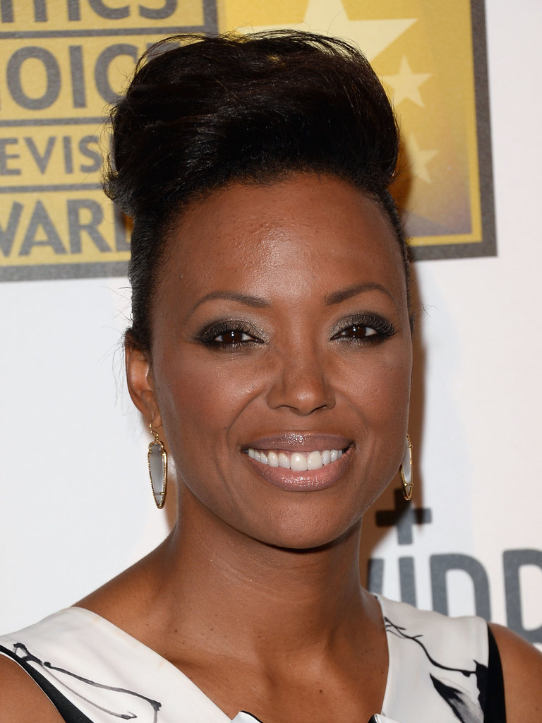 Aisha Tyler's oversize bun and smoky eye were a winning combination on the red carpet.