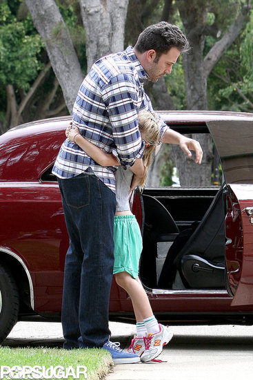 Violet Affleck hugged her dad, Ben Affleck.