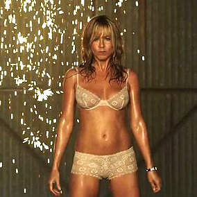 Jennifer Aniston's Yoga Moves to Work Abs
