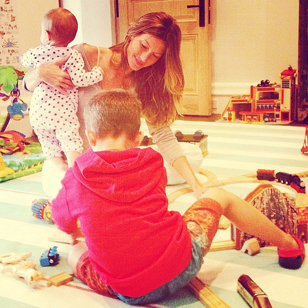 Sunday morning included some family playtime for Gisele Bündchen and two of her tots — Ben and Vivian Brady. Source: Instagram user giseleofficial
