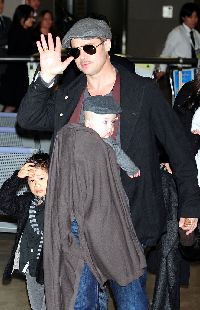 Brad Pitt knew how to keep baby Knox safe and comfortable while wrangling his other tots through the airport — by wearing him in a BabyBjörn.
