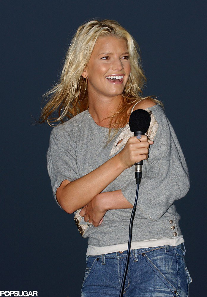 Jessica Simpson performed on the beach in September 2003 in a t-shirt and jeans.
