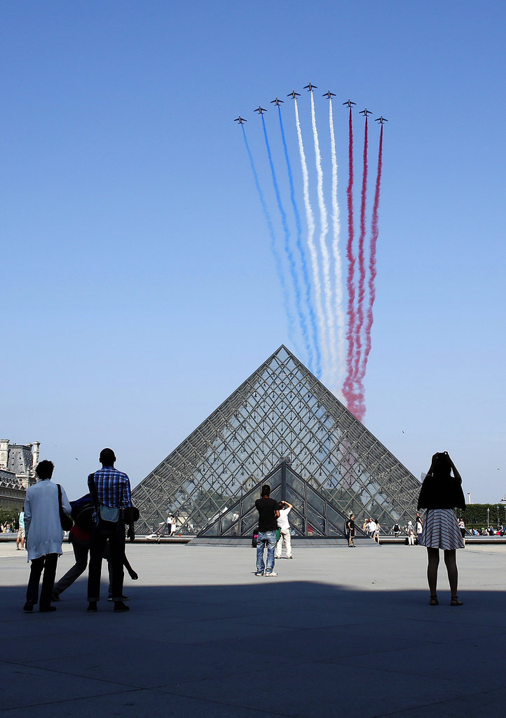 French planes were seen over the Louvre.