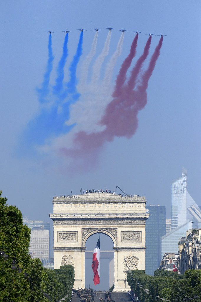French planes flew over the Arc de Triomphe.