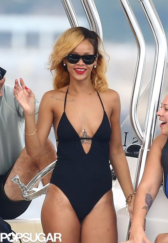 The front view of Rihanna's swimsuit revealed her sexy décolletage and a gold body necklace.