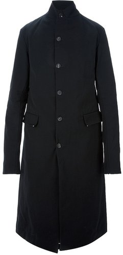 A Diciannoveventitre button fastening trench coat