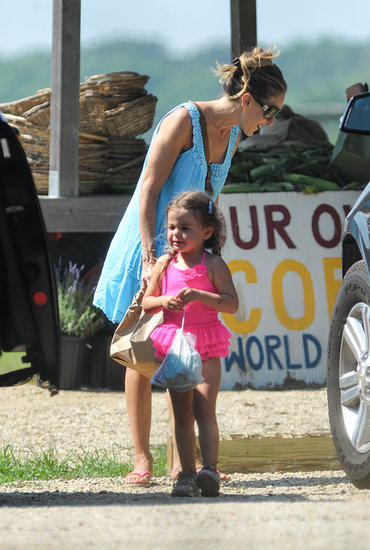Sarah Jessica Parker and her daughter stayed cool in casual dresses. Source: Nitro News