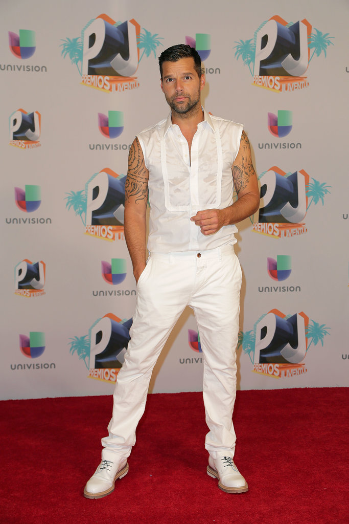 Ricky Martin wore all white on the red carpet for the Premios Juventud event in Miami on Thursday.