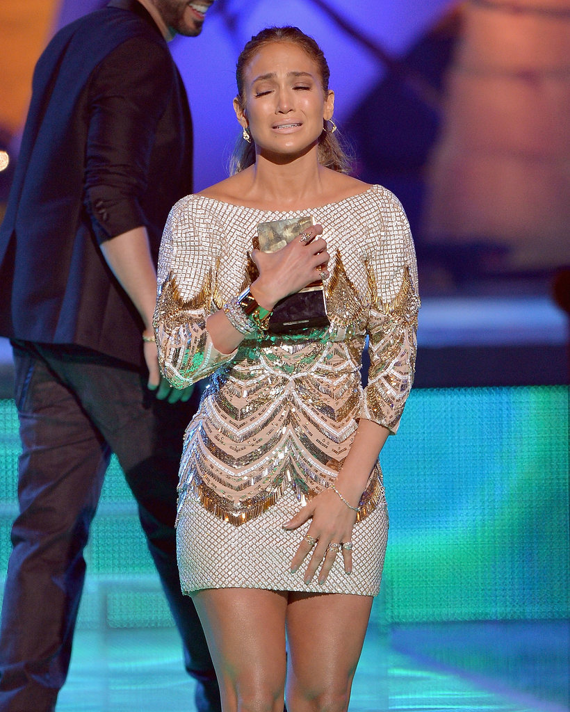 Jennifer Lopez got emotional while accepting an award at the Premios Juventud event.