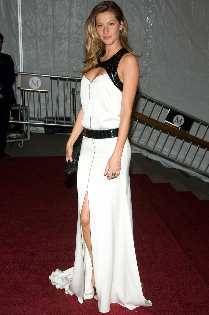 Gisele Bündchen in a White Gown at the 2007 Met Gala