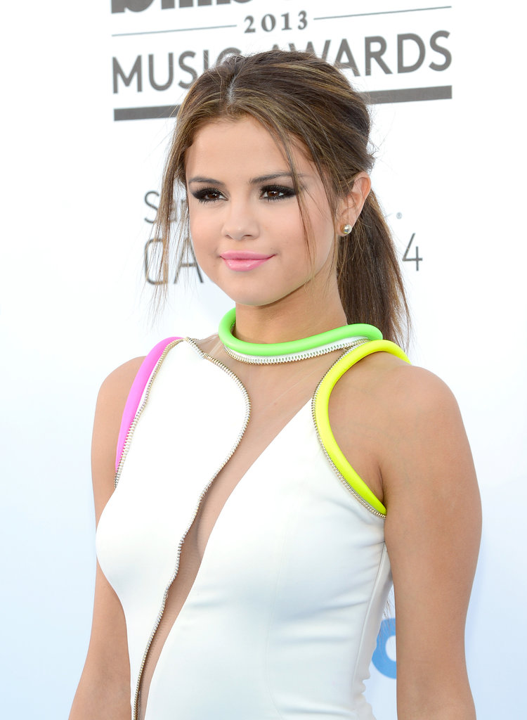 Selena paired her white and neon dress with a thick ponytail and baby pink lips at the 2013 Billboard Music Awards.