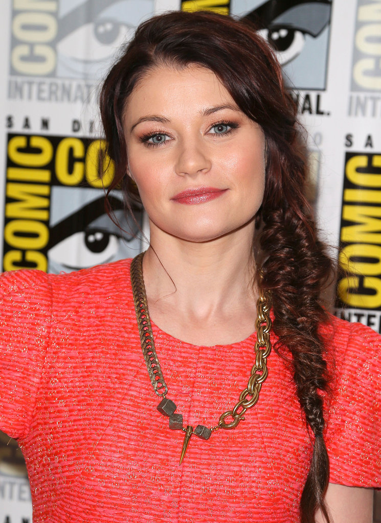 At Comic-Con, Emilie de Ravin worked a side fishtail braid for even more texture.