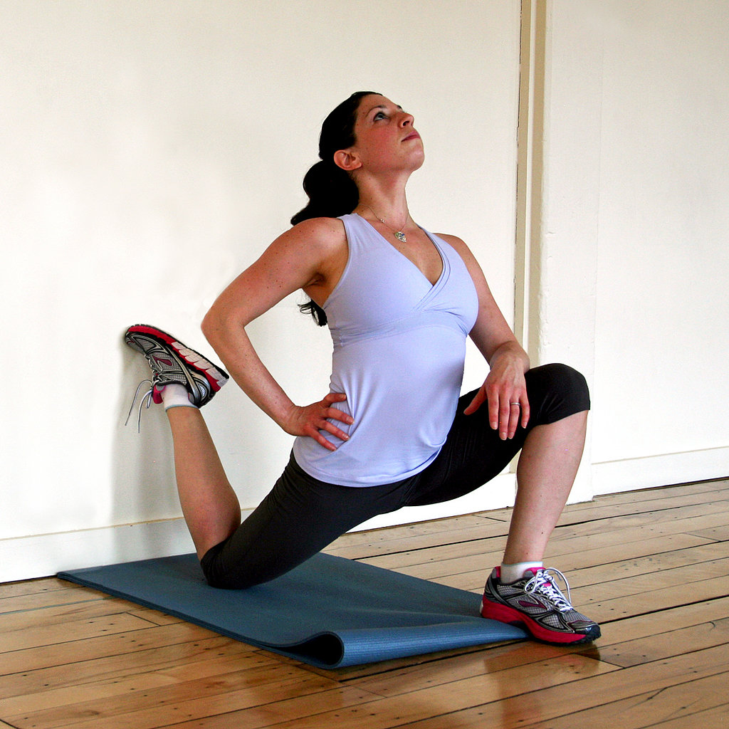 Kneeling hip flexor stretch against a wall master the for Split wall