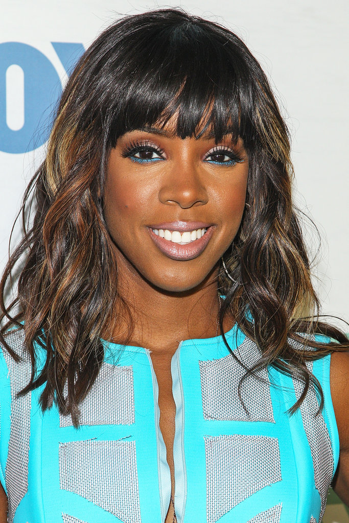 Kelly Rowland had heads turning in her practically neon blue dress at a Fox party. She kept with the color scheme with a swipe of bright blue eyeliner on her lower lash line. Her hair was styled in beach waves with hints of blond highlights.