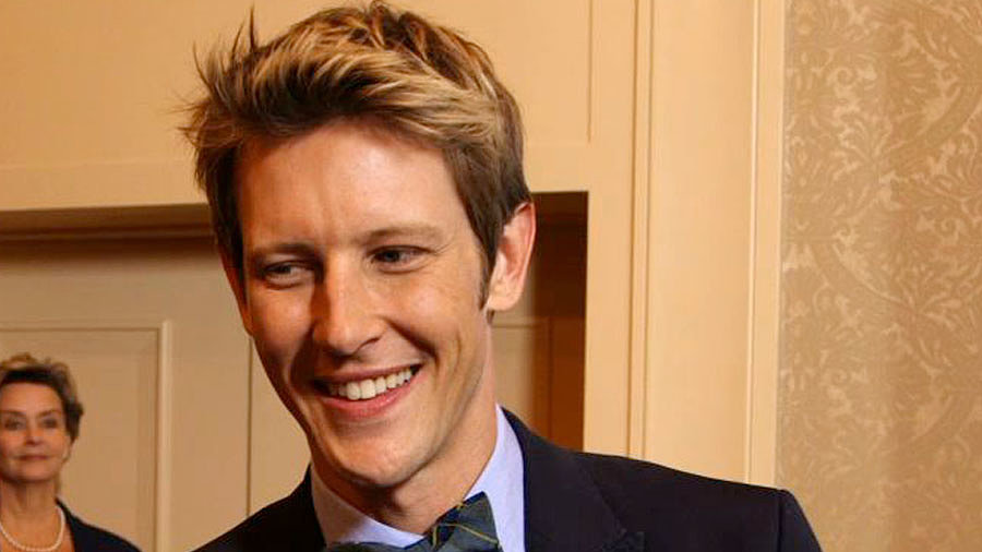 "Gabriel Mann Says ""Clothes Are Coming Off, and Cocktails Are Getting Served"" on Revenge"