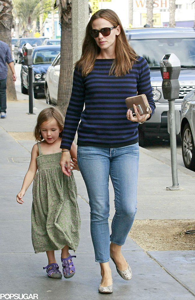 Jennifer Garner held her daughter Seraphina's hand while shopping in LA.