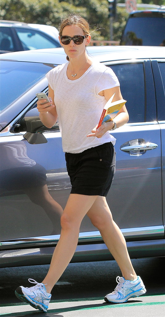 Jennifer Garner wore shorts and a white t-shirt to take her daughter Seraphina to ballet class in LA.