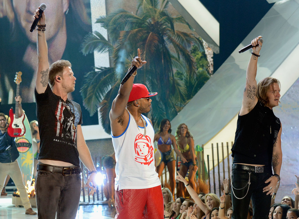 Nelly performed with Florida Georgia Line at the Teen Choice Awards.