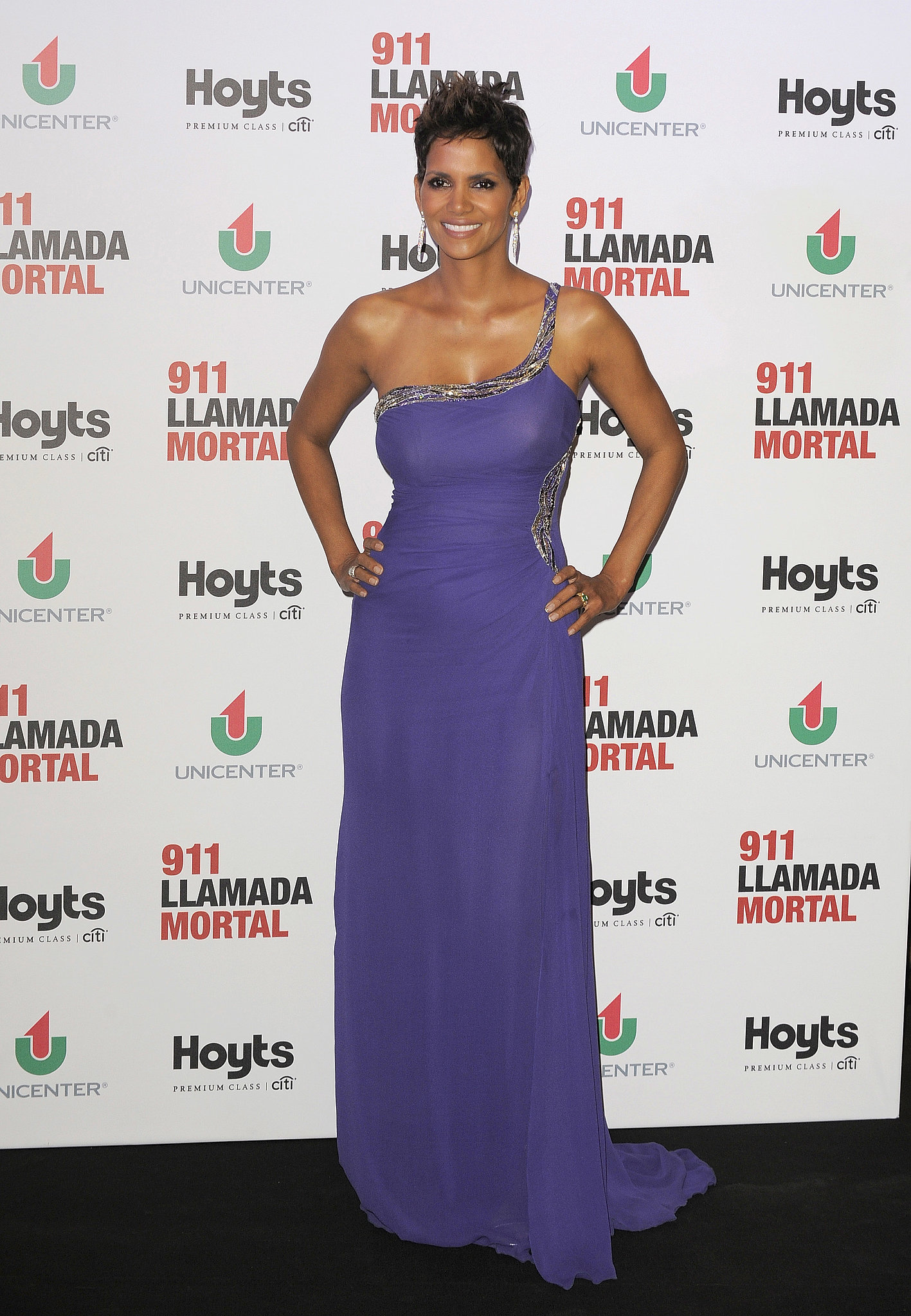 Promoting The Call, Halle looked red carpet fabulous in a perfectly fitting purple gow