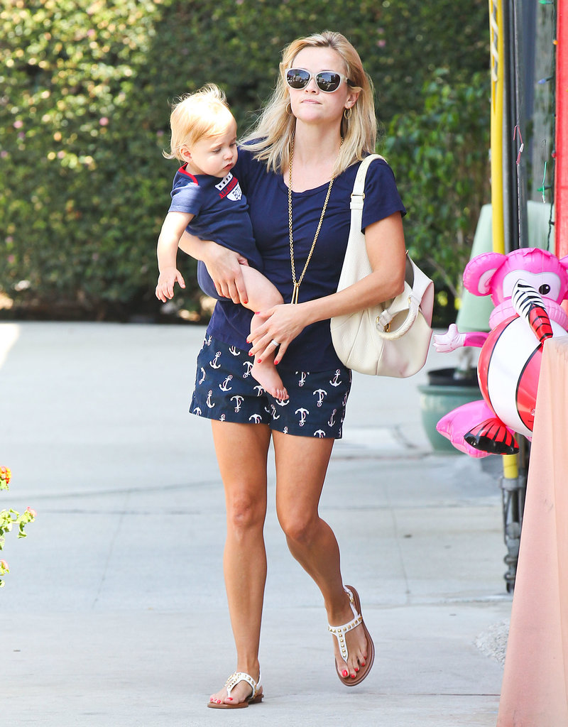 Reese Witherspoon and Tennessee Toth went to an LA toy store.