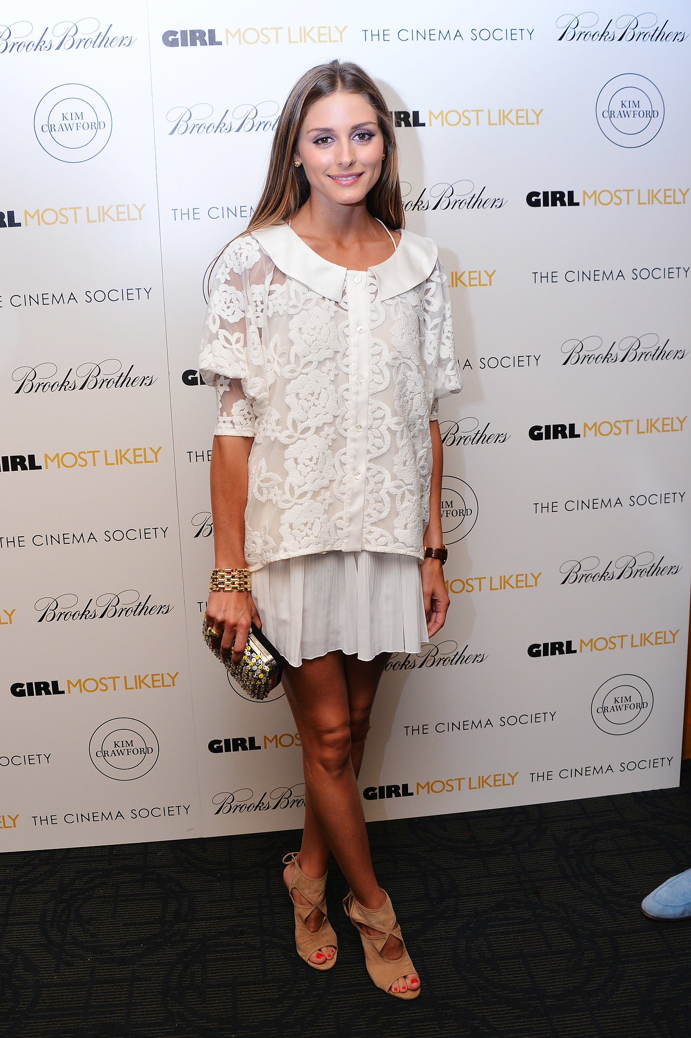 Olivia nailed Summer chic in an all-white look, complete with sexy lace-up Aquazzura heels.