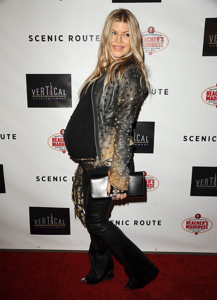 Fergie worked her bump on the red carpet.