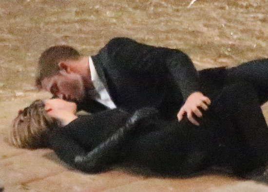 Robert Pattinson filmed a passionate kissing scene with Mia Wasikowska on the LA set of their film Maps to the Stars.