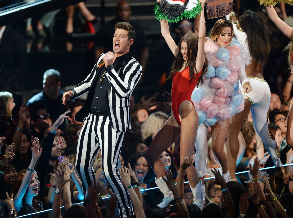 "Robin Thicke took the stage for his performance of ""Blurred Lines."""