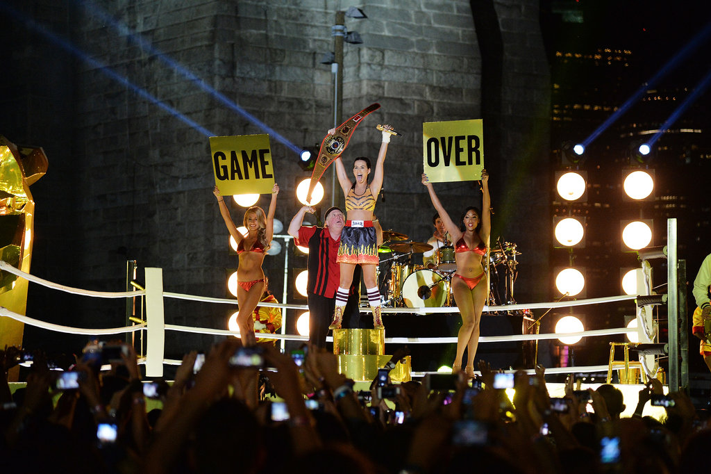 Katy Perry performed under the Brooklyn Bridge at the VMAs.