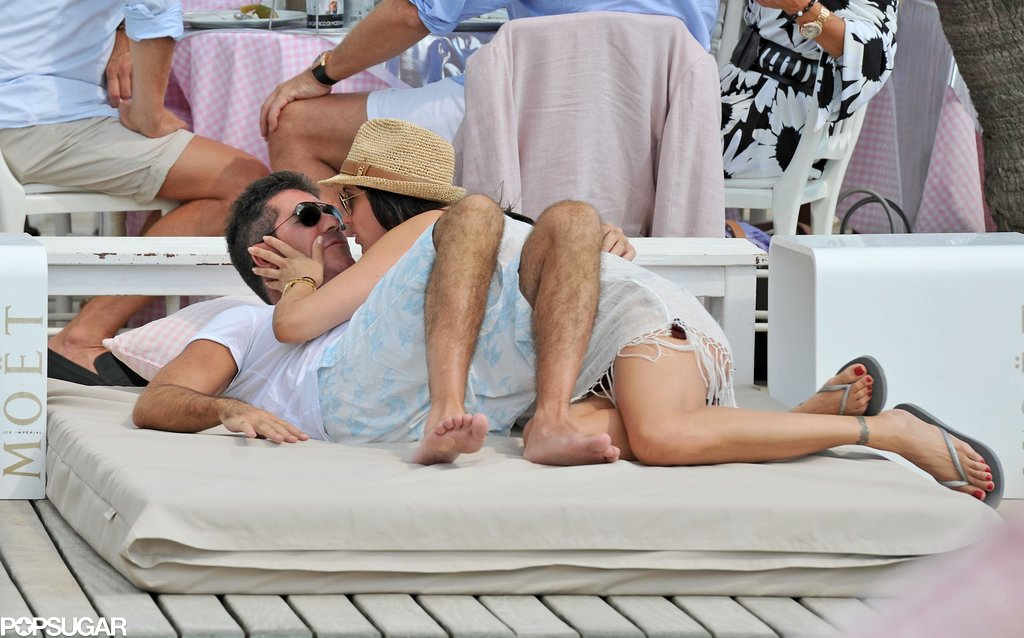 Lauren Silverman planted a kiss on Simon Cowell on the beach in St.-Tropez.