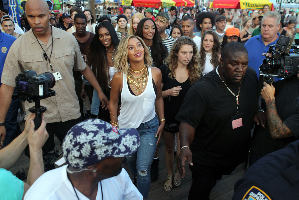 Beyoncé Knowles was surrounded by a crowd of people as she filmed her newest music video.