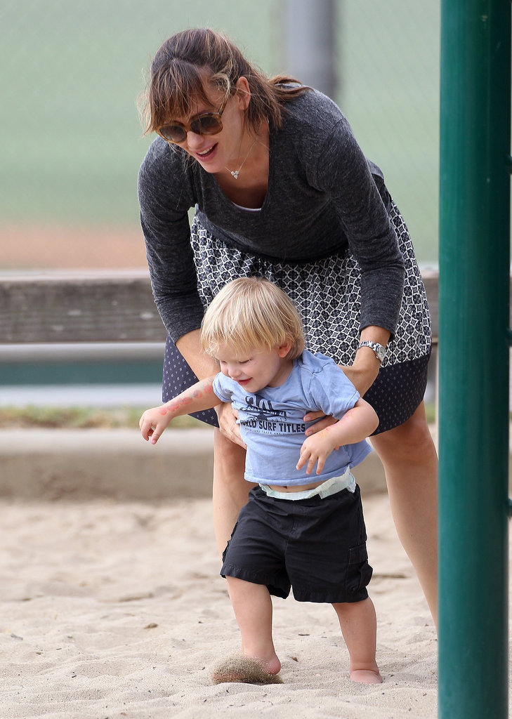 Jennifer Garner played with her kids in the park.