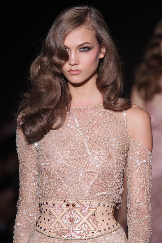 Karlie Kloss stepped out for the Versace Fall 2013 couture show with the perfect Veronica Lake waves. Don't try this at home, folks!