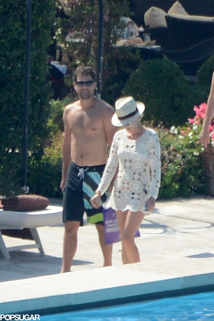 Joshua Jackson's Shirtless Stroll Is Something to Smile About
