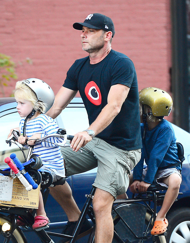 Liev Schreiber went bike riding in NYC with his sons, Sasha and Samuel.