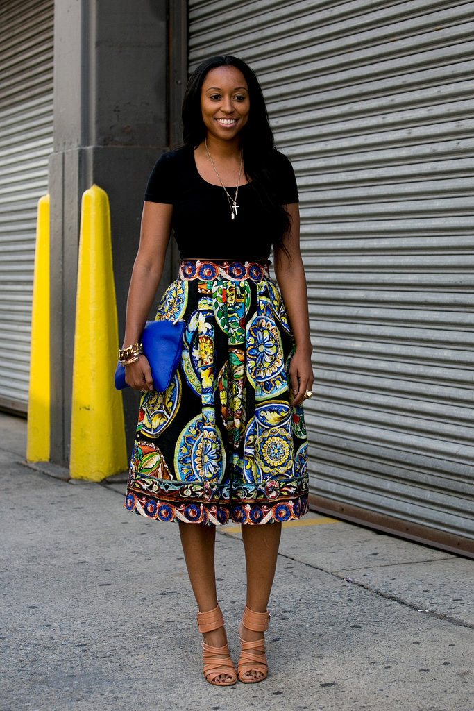 Shiona Turini pared down a bold full skirt with a t-shirt and strappy heels.