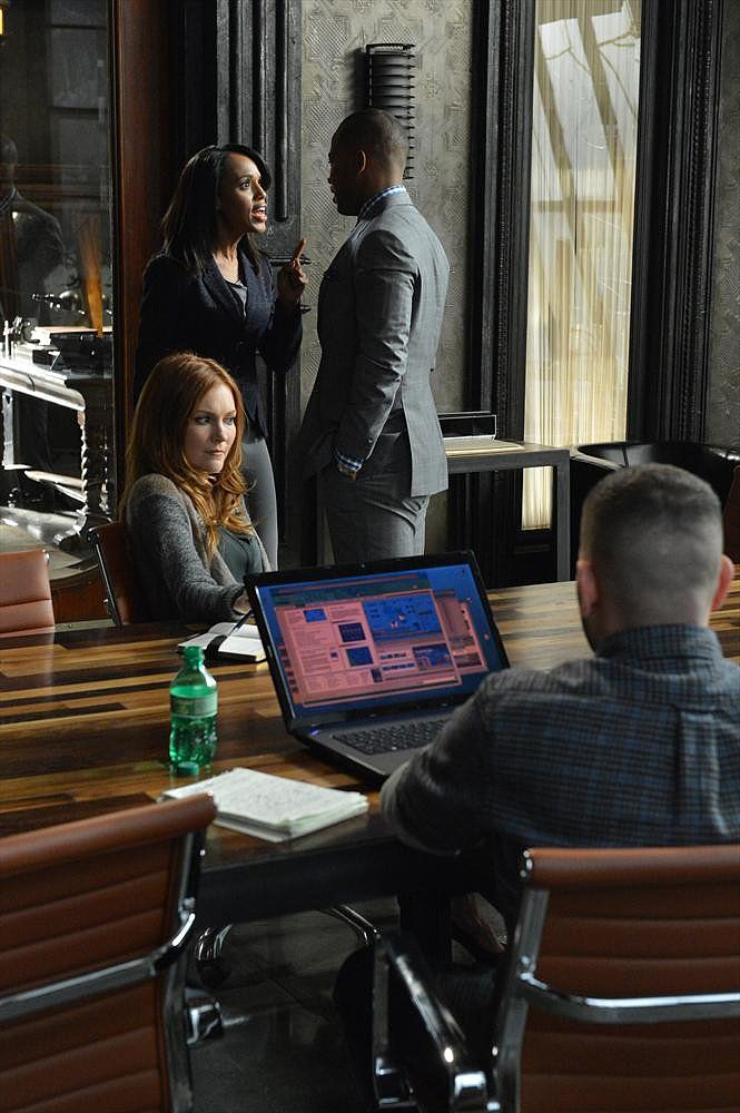 Kerry Washington, Columbus Short, and Darby Stanchfield in the season premiere of Scandal.