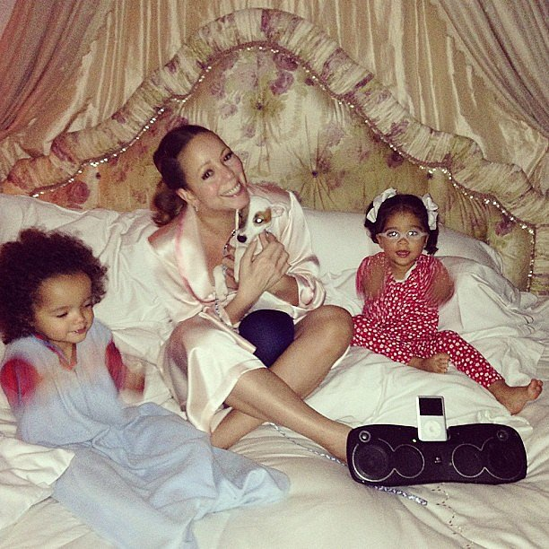 Mariah Carey enjoyed some snuggle time with Moroccan and Monroe one night. Source: Instagram user mariahcarey