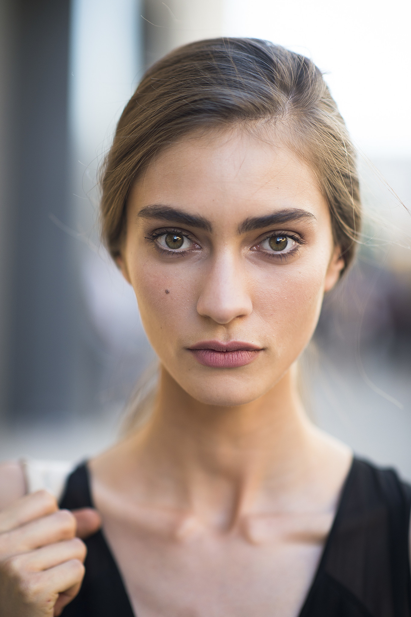 Bold brows and a side-parted ponytail? A match made in heaven.  Source: Le 21ème | Adam Katz