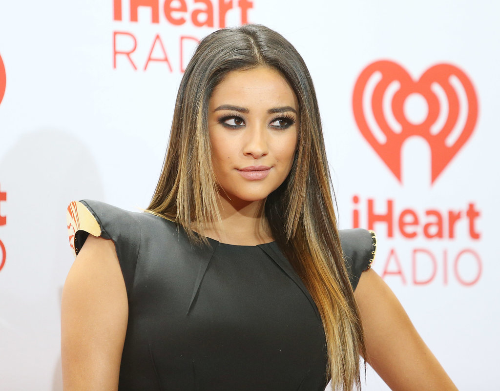 There's nothing like dark, heavily lined eyes to show off your rocker style. Isn't that so, Shay Mitchell?
