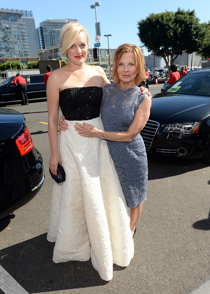 Elisabeth Moss walked the red carpet with her mom.