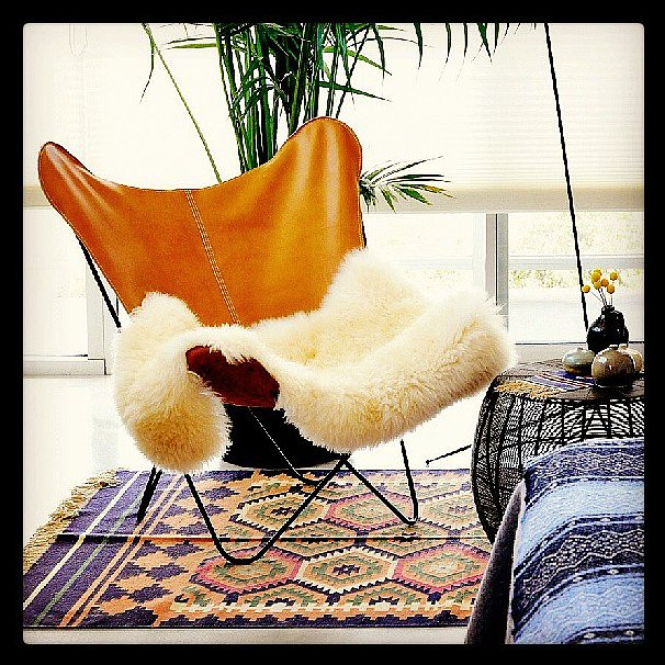 This butterfly chair looks perfectly at home on a kilim rug.