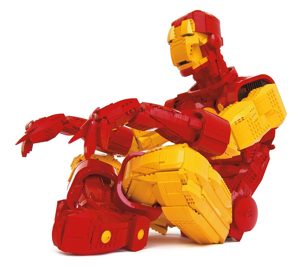 A contemplative Iron Man takes a moment in Ramón and Amador Alfaro Marcilla's piece. Source: Iron Man (2007) © Ramón and Amador Alfaro Marcilla