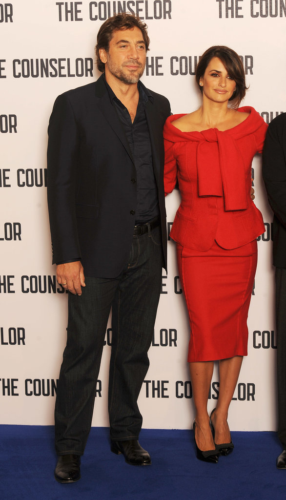 Javier Bardem and Penélope Cruz posed for photos.