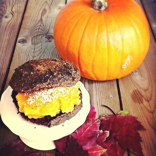 Pumpkin Whoopie Pie (vegan, oil and gluten free)