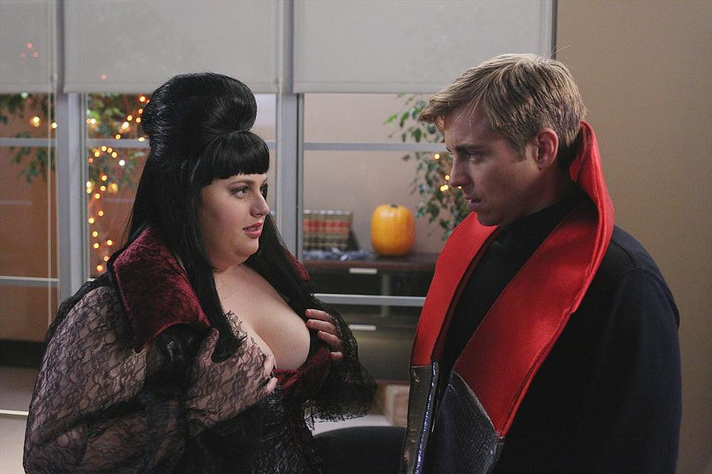 Super Fun Night Is Kimmie (Rebel Wilson) Elvira or Snooki? Richard (Kevin Bishop) doesn't seem to know either.